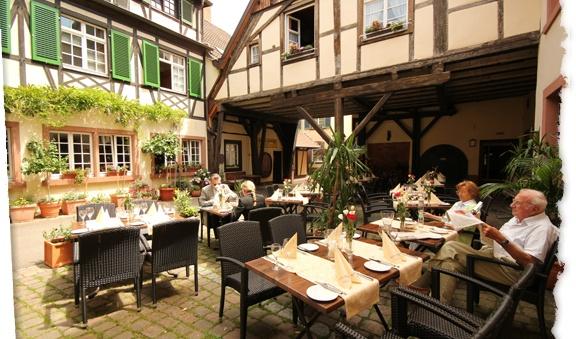 Innenhof Restaurant Sonne