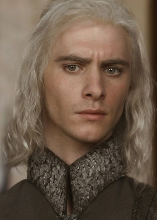 We will forget that this is Viserys Targaryen for a second, and pretend that this is actually the Queen of Snow's brother and royal advisor.