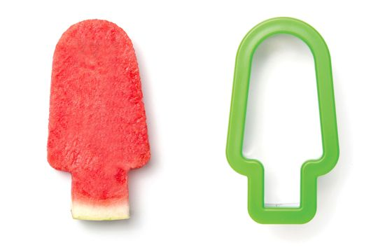 Clever Popsicle-Shaped Watermelon Cutter Lets You Enjoy Each Slice Without Mess - DesignTAXI.com