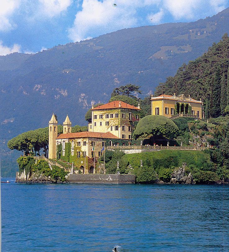 Naboo villas lakes and places for Lake house in italian