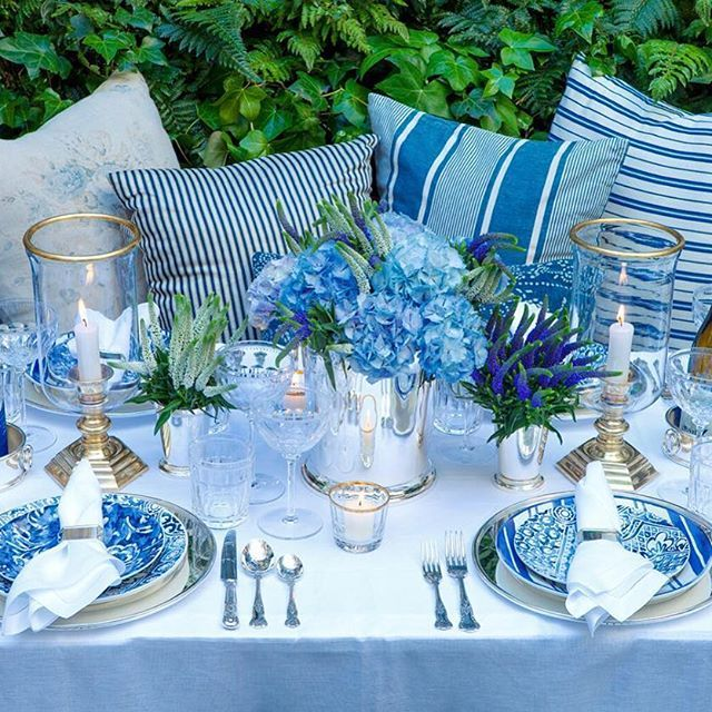 @Verandamag celebrates the elegance of blue and white, pairing Cote d'Azur dinnerware with cut crystal and silver. #RLHome #blueandwhite