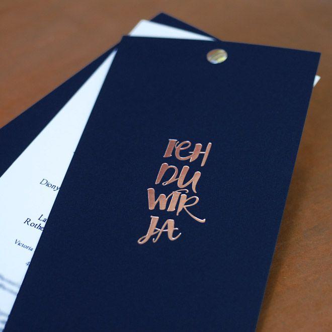 Hochzeitseinladung als Fächer mit Heißfolienprägung in Kupfer auf Royal blauem Naturpapier mit Einlegern mit Digitaldruck