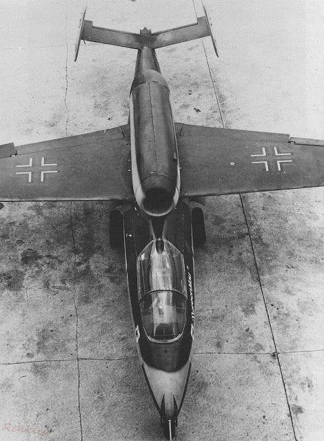 Vista aérea de um Heinkel He-162 caça a jato Volksjäger alemã de 1945.