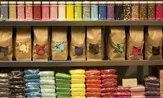 Smeltsnoep, fondant, marsepein en taartdecoratie in vele verschillende kleuren. Hoe ga jij ze combineren?