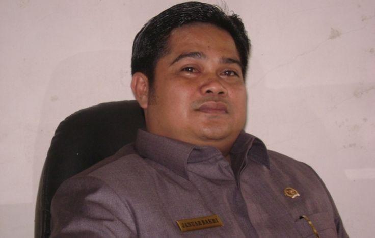 Kasus Anggota DPRD Padang Pariaman Nyabu, Januar Bakri: Saya Dijebak - http://www.rancahpost.co.id/20161062177/kasus-anggota-dprd-padang-pariaman-nyabu-januar-bakri-saya-dijebak/