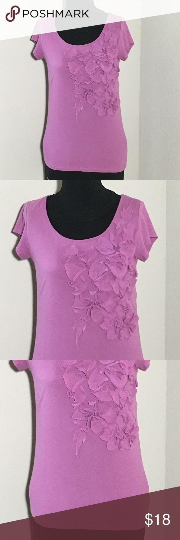 "Garnet Hill Purple Fitted T Shirt 3D Flowers XS Women's Garnet Hill purple short sleeve fitted t shirt with 3D flower details Sz XS measurements 16"" armpit to armpit, 25"" shoulder to hem. Excellent condition no flaws Garnet Hill Tops Tees - Short Sleeve"