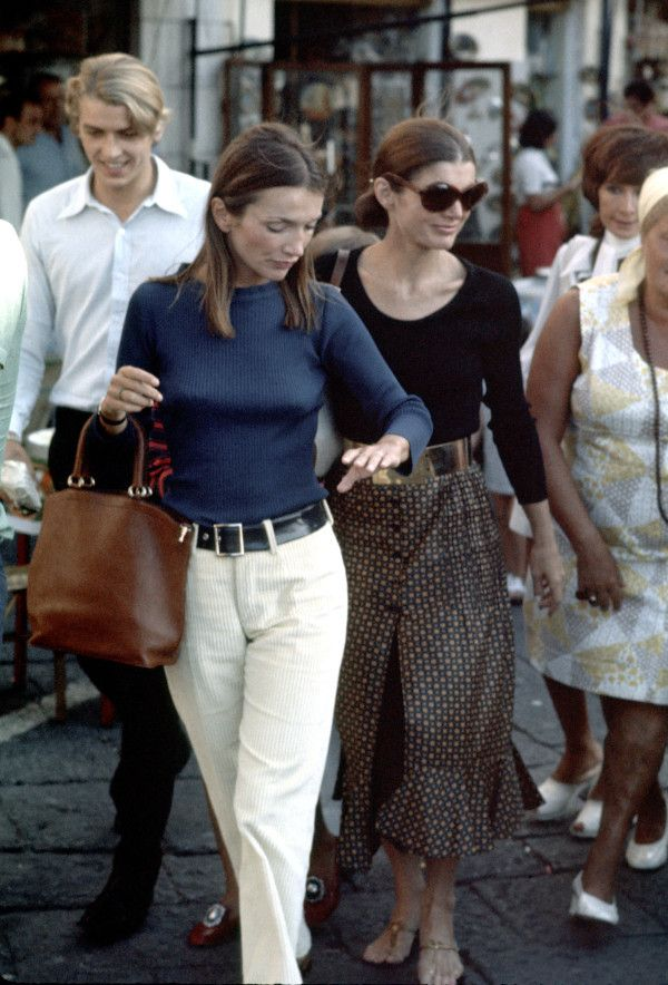 Jackie Kennedy and her younger sister Lee Radziwill shopping in Capri on August 24, 1970.