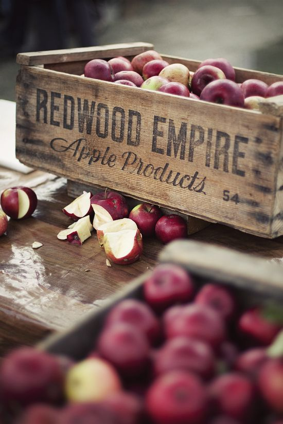 Apples / Image Via: Rick Poon #fall #autumn #market