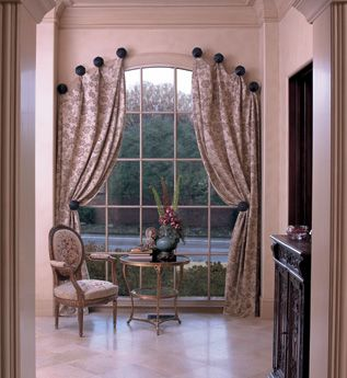 pretty solution for an arched window - following the soft curve