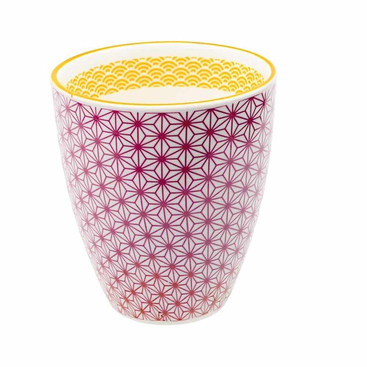 Un mug au design contemporain et design qui apportera élégance et originalité à votre cuisine.  Parfait et plein d'originali-thé pour y boire vos boissons chaudes!  Des motifs délicats avec des liserés de couleurs contrastants qui apportent élégance et sophistication à toute table. 7,00 € http://www.lafolleadresse.com/japonaise-etoiles/610-mug-10-cm-japonais-étoiles-pourpres.html