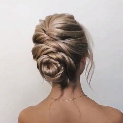 38 Short Hairstyles for Prom That Will Make You Look Stylish #shorthairstyles #shorthairstylesforwomen #promhairstyles » Lisamaurodesign.com