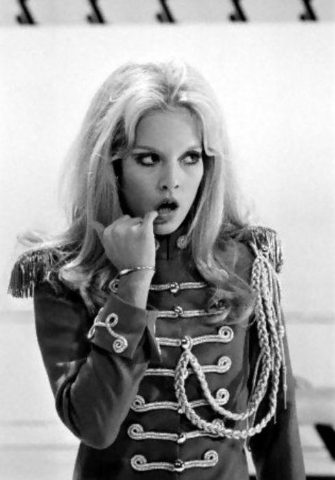 Sylvie Vartan on set (1969) / military jacket en 2019