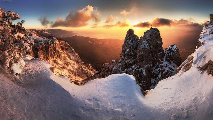 Восход солнца после сильного мороза ночью на плато. Зубцы Ай-Петри, Крым. 08.01.15