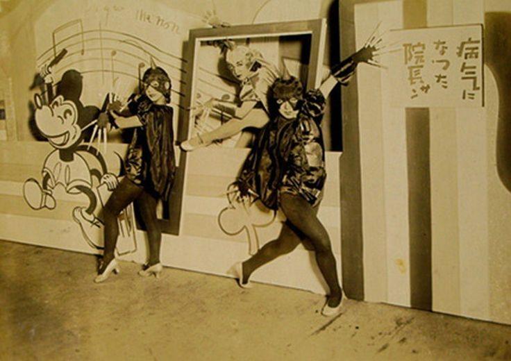 1931年(昭和6年)のムーラン・ルージュ新宿座のプログラムです。ムーランルージュはここでたびたび触れていますが、当時の新宿という街を反映して、浅草演劇に比べて学生やサラリーマンなどインテリ層の客が多かったそうです。明日待子というアイドル的存在も生み出しました。