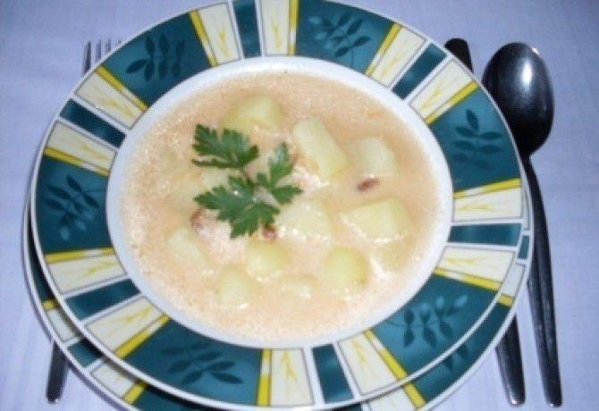 Tejfölös krumplileves baconnel recept képpel. Hozzávalók és az elkészítés részletes leírása. A tejfölös krumplileves baconnel elkészítési ideje: 45 perc
