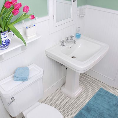 Bathmats need to be cleaned too! Find out the best way to clean your bathmat at www.domesticallychallenged.net