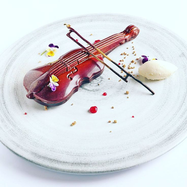 236 mentions J'aime, 8 commentaires – Smita Grosse (@smiit4u) sur Instagram : « Be my Valentines ...sharing dessert with your loved one signature restaurant @kempinskijkt… »