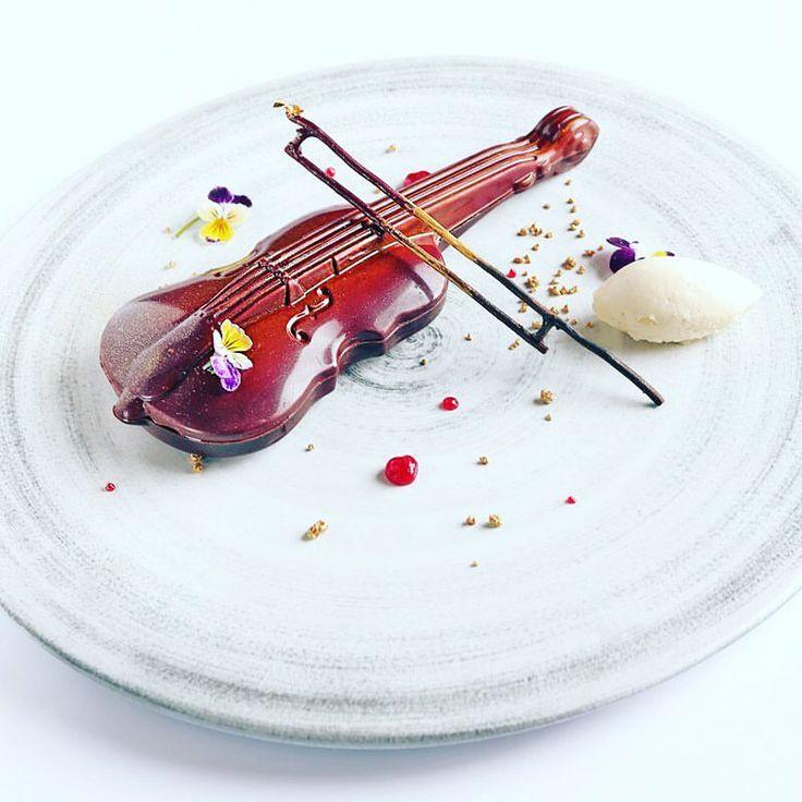 236 mentions J'aime, 8 commentaires – Smita Grosse (@smiit4u) sur Instagram : « Be my Valentines ...sharing dessert with your loved one signature restaurant @kempinskijkt… »