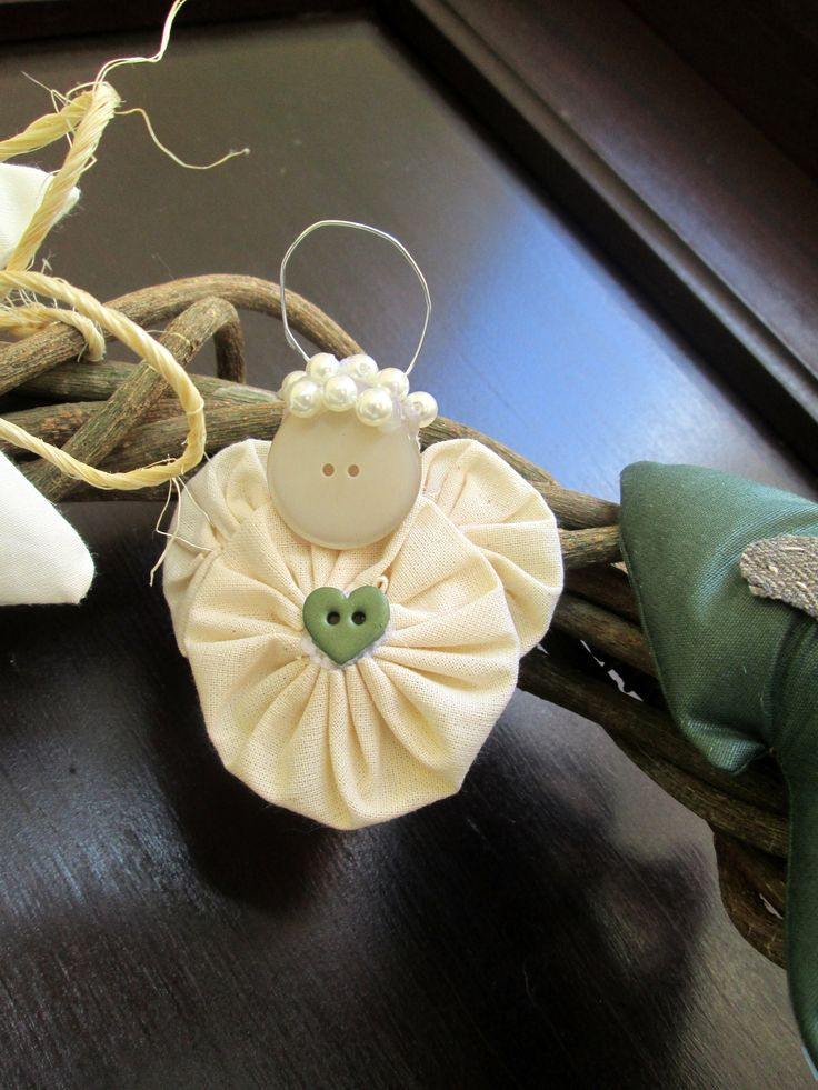 yoyo angel - this would be a great Christmas craft for kids