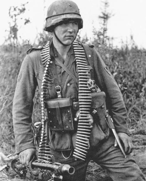 Wehrmacht soldier with an MG 34