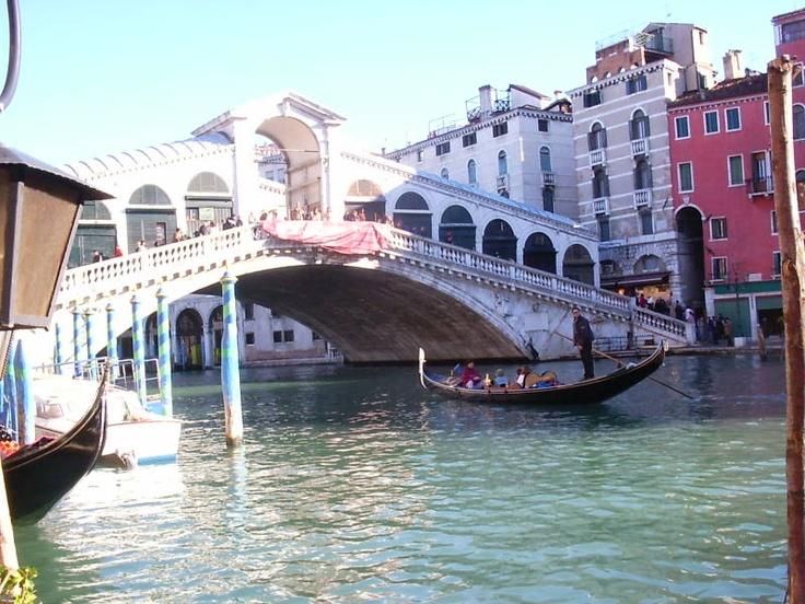 Venezia_Ponterialto_Gondola.JPG