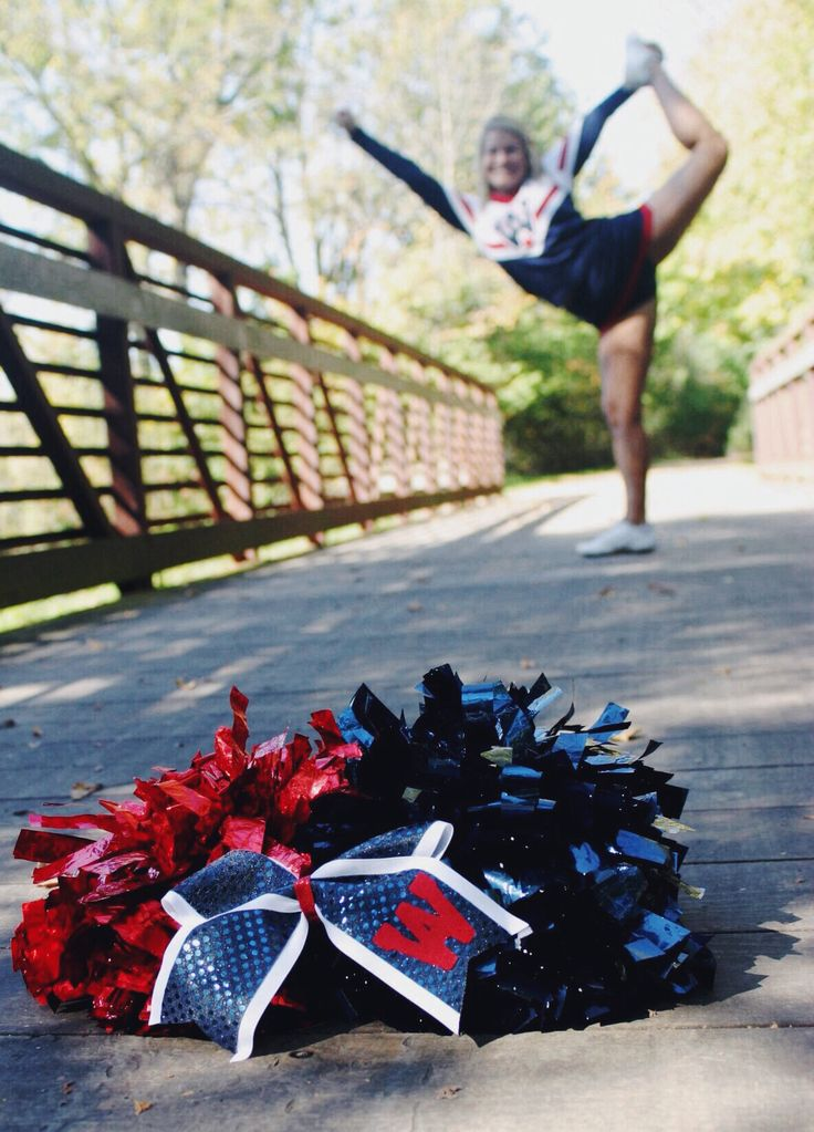 When it gets warmer i want to do a similar picture with Jayden .. except she doesn't have poms!
