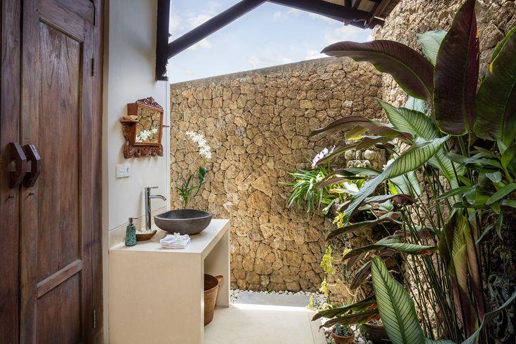 The Joglo Suite's en-suite outdoor undercover bathroom with outdoor shower.