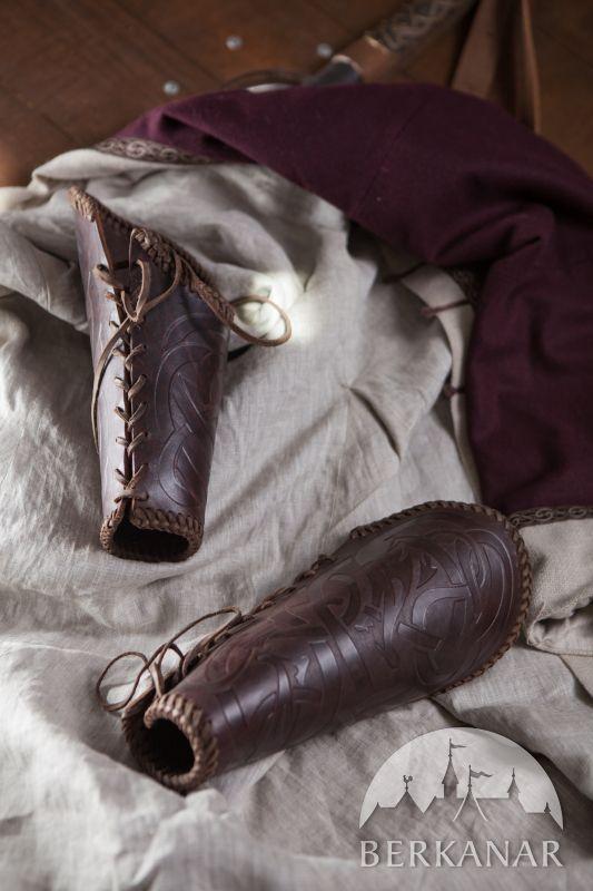 """Тяжелые кожаные наручи """"Викинг"""" с тиснеными узорами; натуральная кожа, литые пряжки ручной работы от студии Berkanar"""