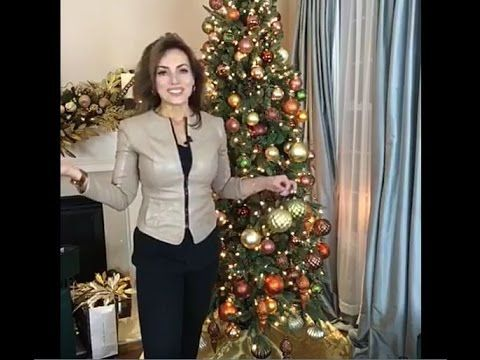 Decorating for the Holidays with Lisa Robertson : The Living Room Christmas Tree