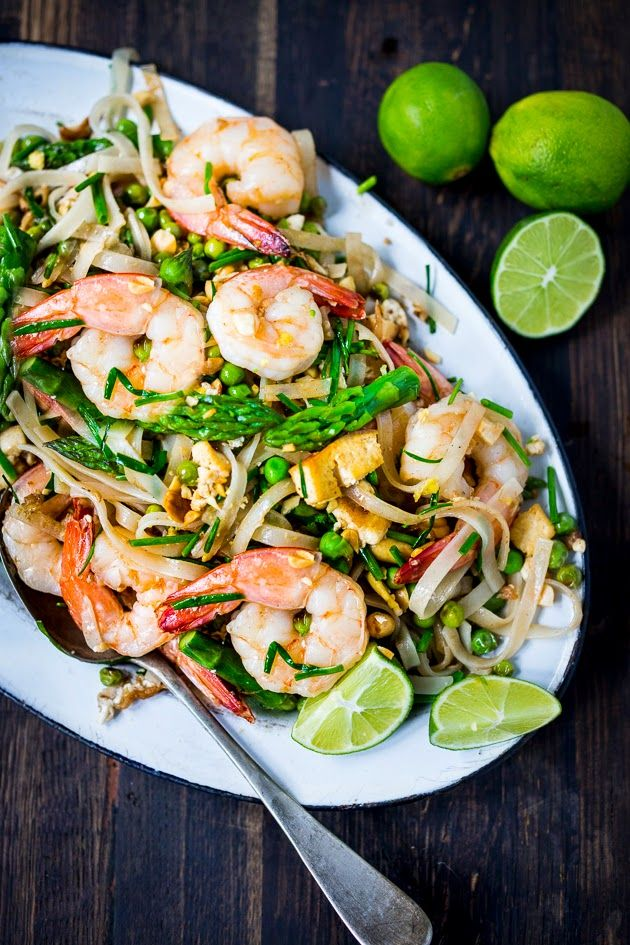 Spring Vegetable Pad Thai…authentic pad thai recipe with the addition of vibrant spring vegetables. Tasty and good for you!! Gluten Free. #vegan #glutenfree #prawns #padthai #thainoodles❣