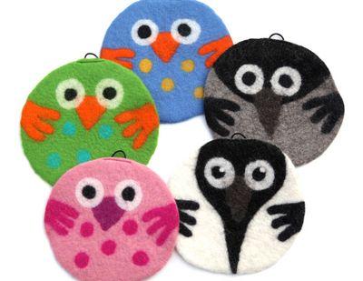 Upeat huovutetut pöllö pannunaluset sopivat vaikka lastenhuoneen tauluksi. 100% huovutettua villaa, kotimaista käsityötä!