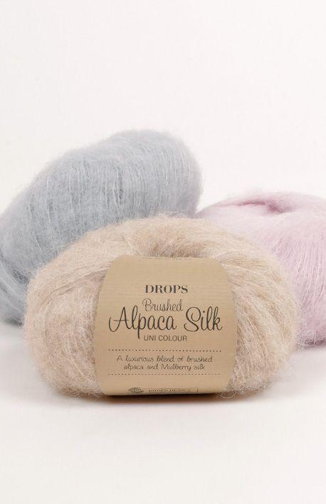 Un fil luxueux dans un mélange exclusif de doux alpaga superfine brossé et de soie subtilement brillante ! En plus d'être super douce, DROPS Brushed...