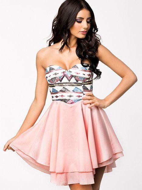 Aztec Sequin Dress - Te Amo - Pink - Sukienki Wieczorowe - Odziez - Kobieta - Nelly.com