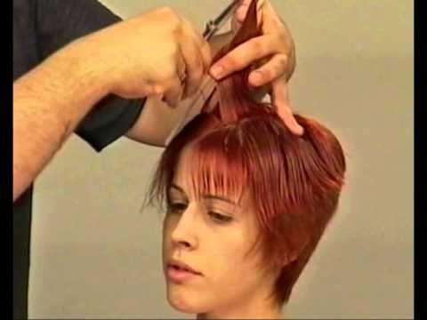 Классическая короткая женская стрижка.Women's short haircut