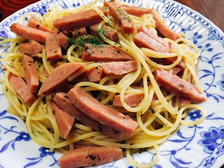 今日の昼飯に 何もなかったので モルタデッラのペペロンチーノを 作ってみた(^_^)v これはなかなか美味いにゃあ〜〜(o^^o) #飯テロ #モルタデッラ #スパゲッティ #ペペロンチー