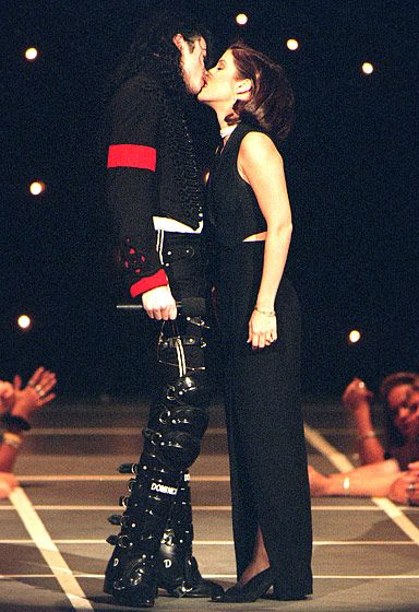 Remember this infamous smooch? Michael Jackson and Lisa Marie Presley shocked the audience in 1994 when they shared this kiss! #michaeljackson #forthosewholiketorock