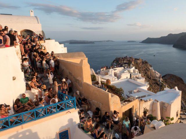 ¿Cómo luce Santorini en realidad?