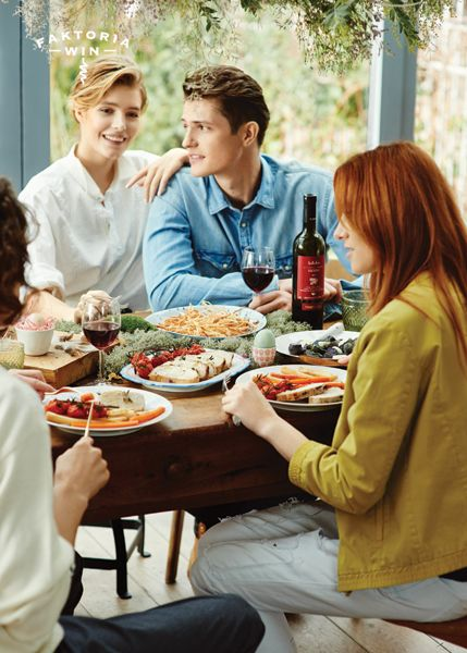 Momenty pełne smaku i dobrego wina. #faktoriawin #friends #doposilku #zprzyjaciolmi #smacznie #jedzenie #goodtime #happy #inspiration #wine #wino #inspiracje #easter #moments #dinner