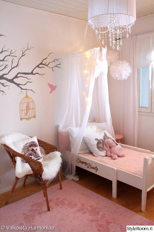 sänky,ikea,valkoinen,lastenhuone,sisustustyynyt