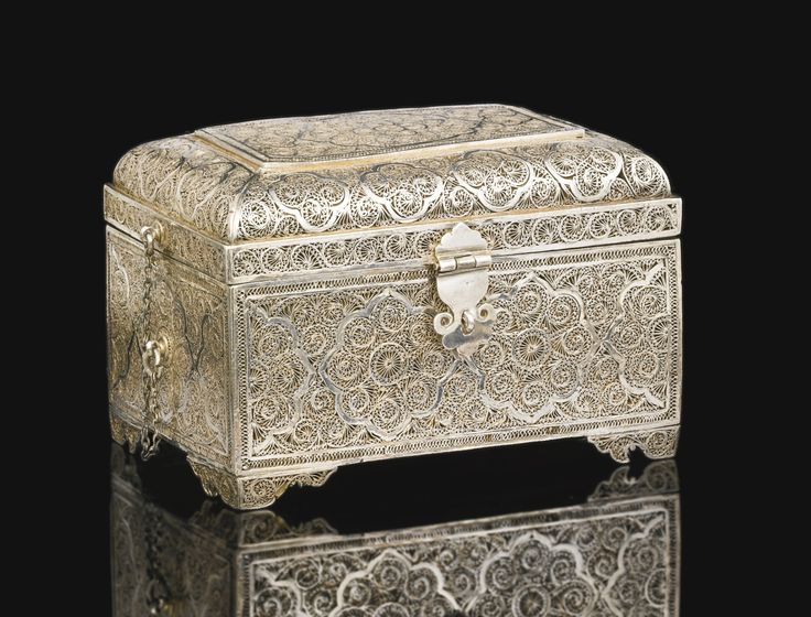 AN INDO-PORTUGUESE SILVER FILIGREE SPICE BOX WITH BOTTLES, INDIA, PROBABLY GOA, 17TH/18TH CENTURY