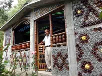 Casa hecha con botellas PET
