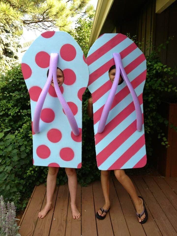 Costume d'Halloween avec des nouilles de piscine | Pool Noodle Hacks: Halloween Costumes - Create Craft Love #halloweencostume