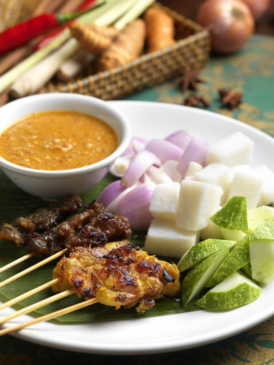 Satay with local favourite condiments and spicy peanut sauce