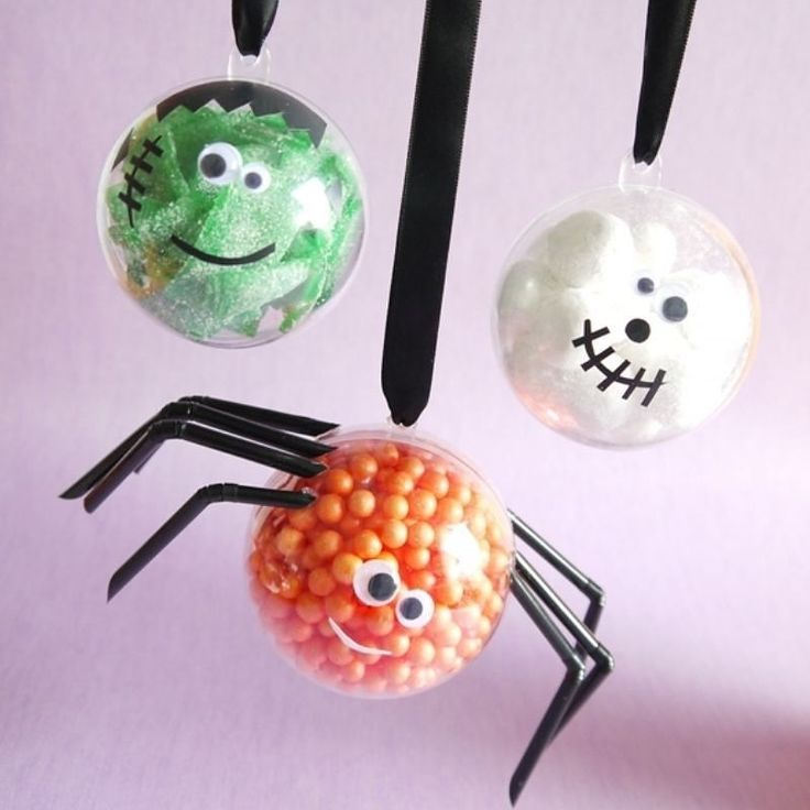 Inspired by our little monsters printables these hanging decorations double as Halloween crafts AND treats - that's what I call a win win win  On the blog  Blog.BirdsParty.com . . . #twitter #party #partyideas #halloween #halloweenfood #printables #bhgfood #festa #festas #treats #candy #littlemonsters #abmlifeissweet #huffposttaste #halloweentable #instalike #foodie #halloweentreats #diy #halloweencrafts #halloweendiy #recipes