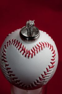 aliança casamento bola baseball
