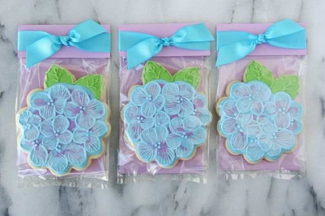 Use these Pretty Cookie Packaging ideas to turn a single cookie into a beautiful favor or gift!
