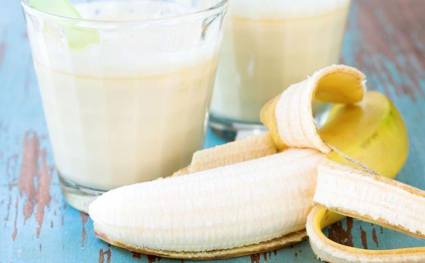 #Smoothies sind echte Power- und Beauty-Drinks! In unseren #Bananen-Smoothie mixen wir auch noch frischen #Spinat (Eisen!) und fruchtige Mango (Vitamin E!).
