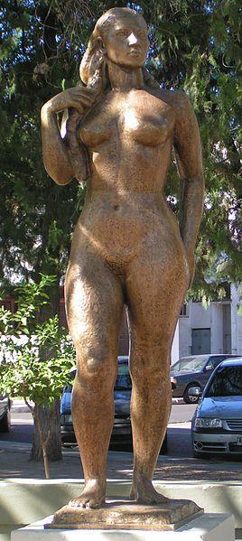 La Taragui,Escultura de Amado Puyeau,Representación estilizada de la correntinidad.Prov de Corrientes Argentina © 2006 Carla Antonini