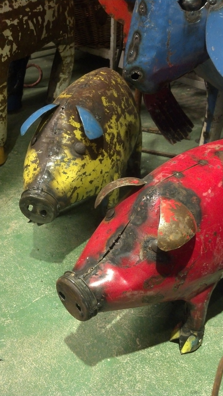 Metal Pigs made from recycled metal containers www ...