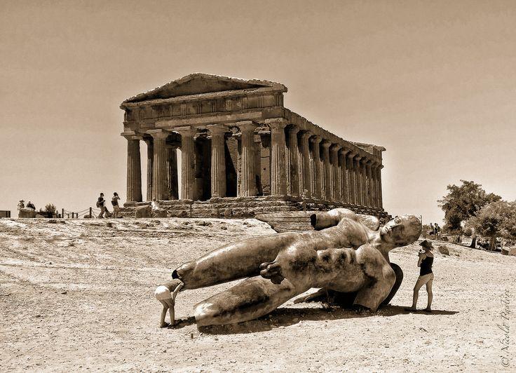 https://flic.kr/p/wVrdvy   Icaro caduto davanti al tempio della Concordia-M.jpg